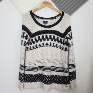 AEO | Black and white crewneck knit sweater size M